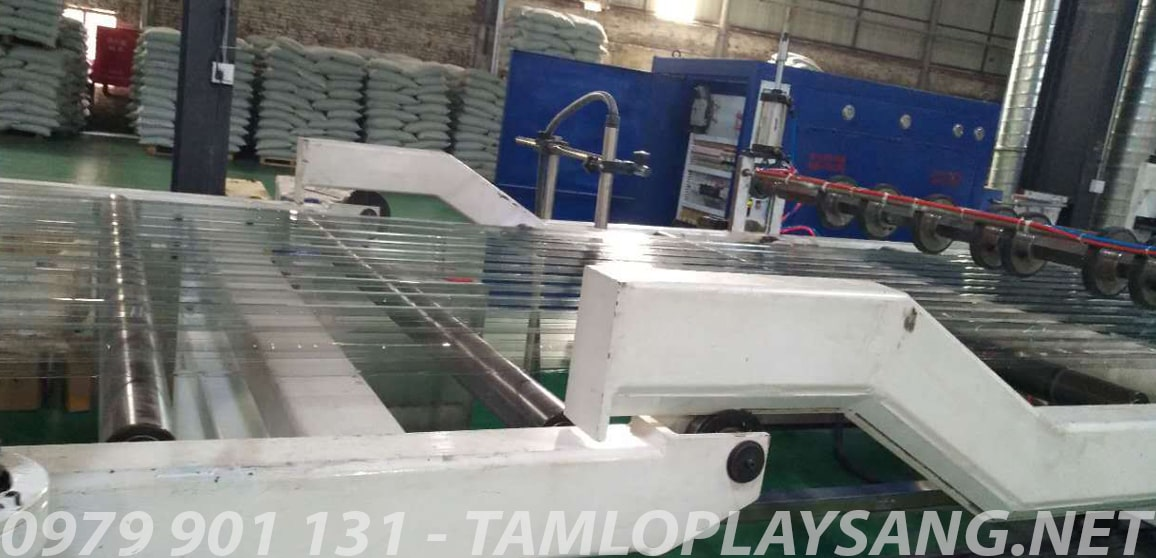 san xuat tole polycarbonate lay sang clear